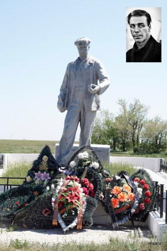 Памятник погибшим семьям металлургов в 1942 - 1943 годах в дни Сталинградской битвы. Ингеловский. Палласовский район. Волгоградская область.